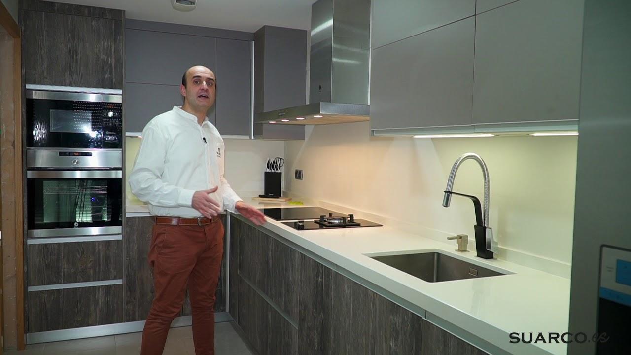 Cocina peque a estilo nordico frigo americano y doble for Muebles de cocina suarco