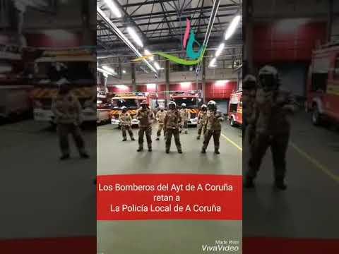 Los bomberos apoyan con un baile a la Asociación de Cáncer de Mama Metastásico y retan a la Policía Local