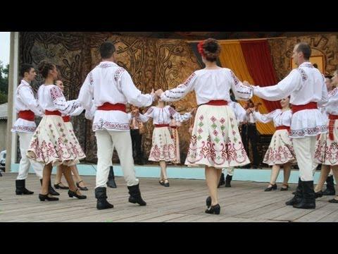 """Evoluţia Ansamblului """"Izvoraşul"""" Cahul de Ziua Independenţei Republicii Moldova"""