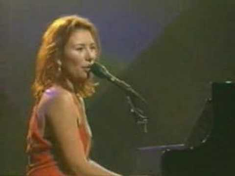 Tori amos Little Earthquakes live