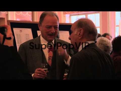 Peter Bowles; Geoffrey Palmer - The Oldie's at Simpsons i...