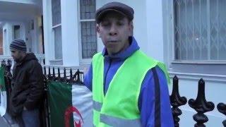 وقفة أبناء الجالية الجزائرية أمام سفارة بغداد في لندن.