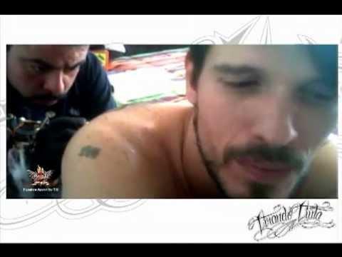 Capsula tirando tinta tatuando a paco dld youtube for Paco familiar