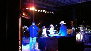 "12 year old Elizabeth Price singing ""The Yellow Rose of Texas"" with Johnny Lee"