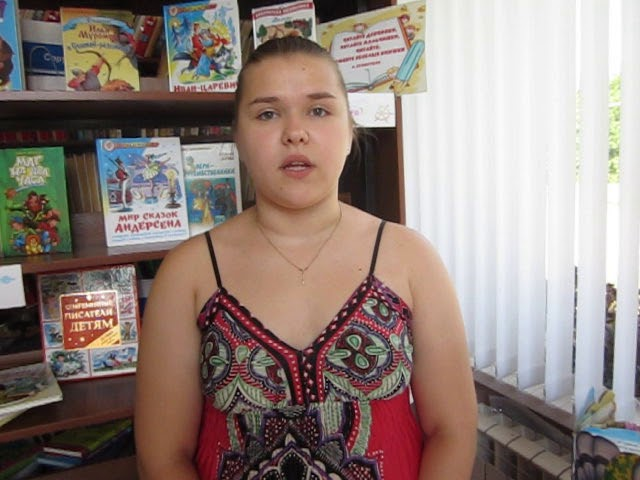 Изображение предпросмотра прочтения – АннаБондарева читает произведение «Как вплелась в мои темные косы» А.А.Ахматовой