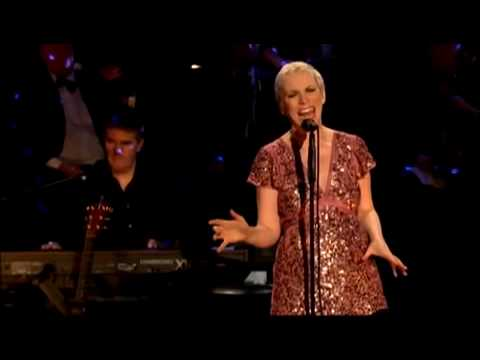 Annie Lennox . There Must Be An Angel . London 2009