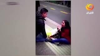 بالفيديو: نهاية مؤلمة لفتاة طلبت يد حبيبها في الشارع