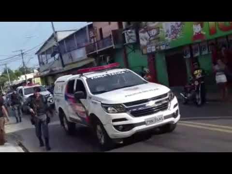 Bandidos usam reféns como escudo em assalto em Manaus