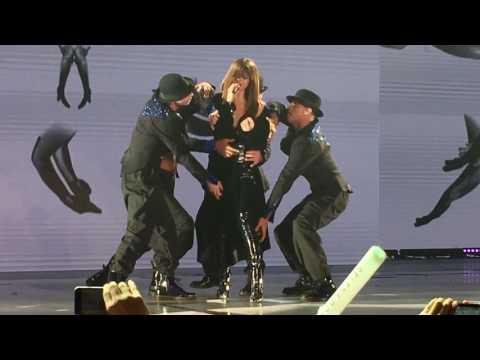 Selena Gomez - Hands to myself (Revival Tour Singapore)