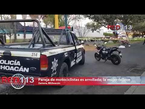 VIDEO Pareja en moto es atropellada, la mujer fallece y el hombre está malherido