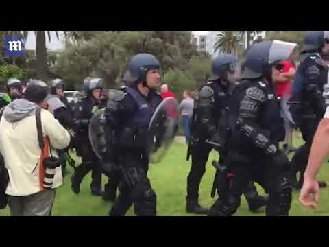 Huge police presence at St Kilda beach at 'right-wing rally'