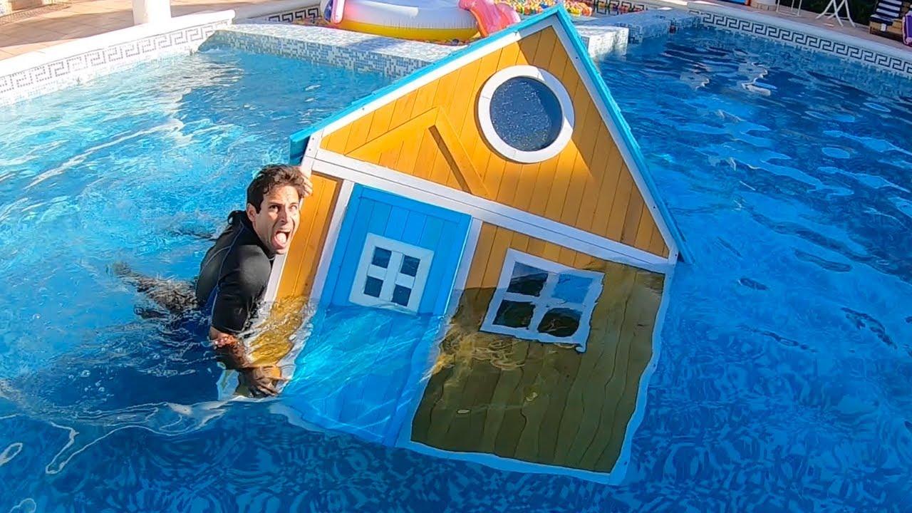 स्लाइड के साथ स्विमिंग पूल में मेरा घर! लड़कियों और लड़कों के लिए चुनौती!