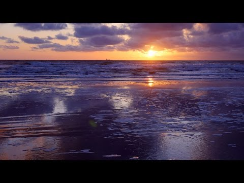 Moving sea foam timelapse and tele sunset