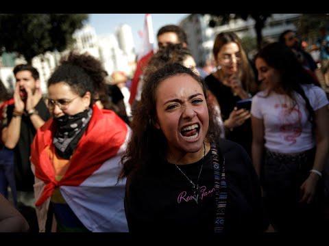 إضراب عام في لبنان والمتظاهرون يضغطون بقطع الطرقات  - 16:00-2019 / 11 / 12
