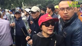 Người phụ nữ kiên cường  một mình cân cả đội phản động ở tượng đài Lý Thái Tổ