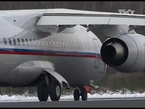 Смотреть Военный аэродром в Левашово стал Дворцовой площадью онлайн