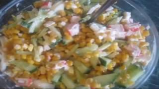 Салат Крабовые палочки с яйцом, кукурузой и свежим огурчиком