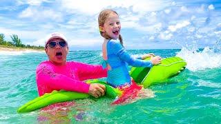 Настя и её приключение с игрушками на море