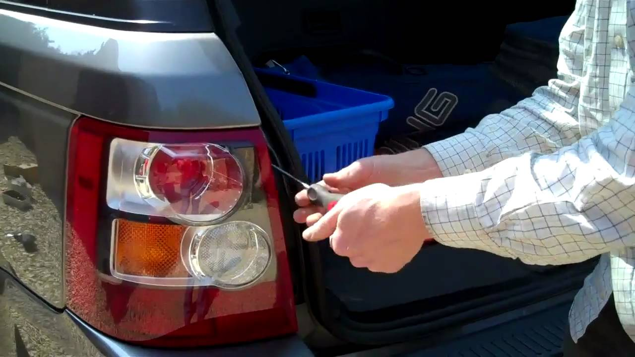 how to remove rear lights on range rover sport youtube rh youtube com Rover Disco Lights 2003 Range Rover Tail Lights