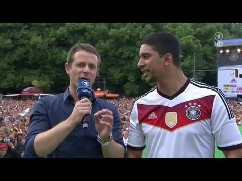 Andreas Bourani - Auf Uns (LIVE auf der Fanmeile 2014 in Berlin, 15.07.2014) - HD