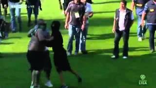 Rapid vs. Austria Wien Hooligans stürmen den Platz part 1/2 (22. Mai)