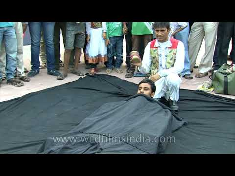 Breathtaking Magic street trick in India