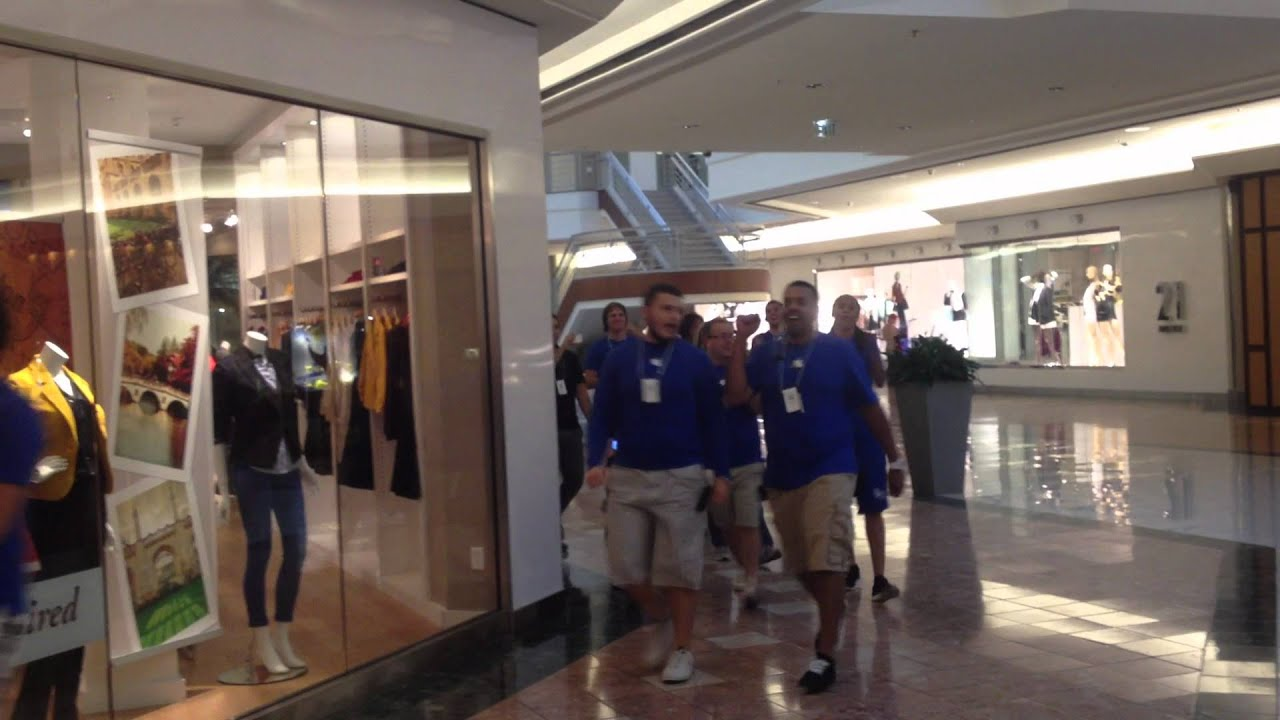 Charmant IPhone 5 Launch At The Apple Store In Palm Beach Gardens Mall.   YouTube