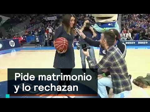 Novia rechaza petición de matrimonio en partido de basquetbol - Al Aire con Paola
