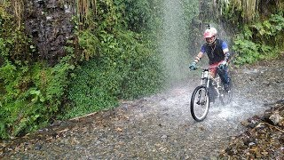 Death road in Bolivia touring⑤【南米】ボリビア・デスロード(ユンガス道)マウンテンバイクツアー thumbnail