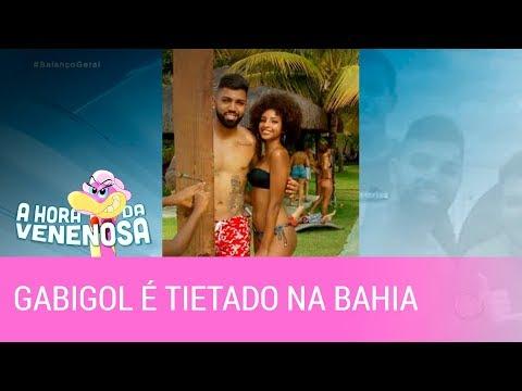 Resultado de imagem para Gabigol está na Bahia para o réveillon e é tietado por fãs