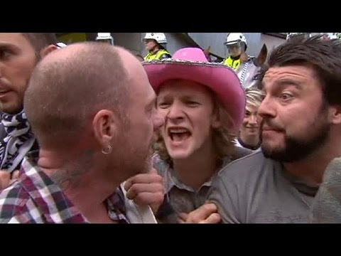 Thumbnail: Australia: Clashes between anti-Islam and anti-racism protesters