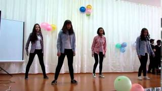 Классный танец под прикольную песню