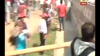 CPM Nabanna Rally: CPM workers break the police barricade at Hastings