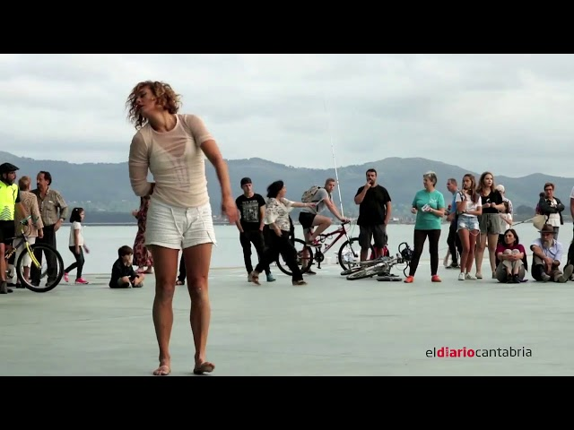 La danza contemporánea moderna toma las calles de Santander