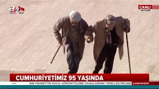 Sosyal medya Anıtkabir'de ki bu yaşlı çifti konuşuyor!