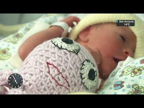 Voluntários entregam polvos de crochê a bebês prematuros | SBT Notícias (02/09/17)