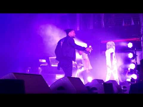 Young Thug Brings Usher To The Stage To Perform 'No Limit'