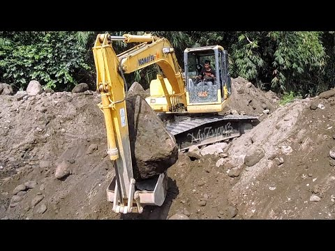 Excavator Digging Rock And Dirt Komatsu PC130F-7