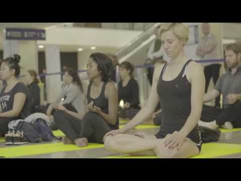 Yoga géant Paris Aeroports & Good Organic Only