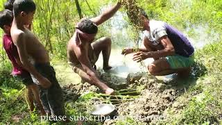 fish catch || latest fish catch by hand in village boys || fishing trap
