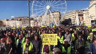Marseille : les gilets jaunes manifestent sur le Vieux-Port pour l'anniversaire du mouvement
