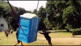 Jackass 3D Baño Químico Volador (COCTEL SUPREMO DE thumbnail