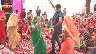 दिल्ली मे लोगों  की  फरमायस  पर सुनाया गीत।  मंजेश शास्त्री