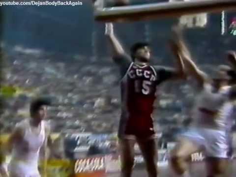 Sabonis breaks the backboard in 1984 (20 years old)