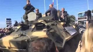 I MERCENARI 3 - Il cast arriva sui carri armati - Cannes 2014