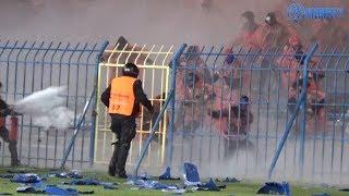 Awantura oraz palenie flag na meczu Ruch 1-0 Raków Częstochowa (13.10.2017 r.)