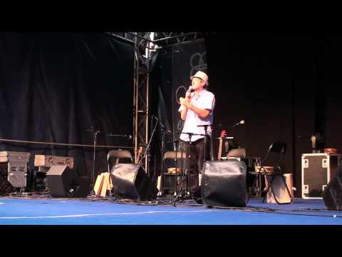 César Cambeiro presentador dos Xoves de Cultura Aberta 2012
