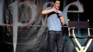 2010-06-12 - Twilight Convention Los Angeles - Alex Meraz Break Dancing
