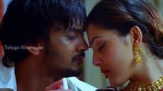 Sairam Shankar and Parvati Melton getting intimate - Yamaho Yama Movie Scenes - MS Narayana