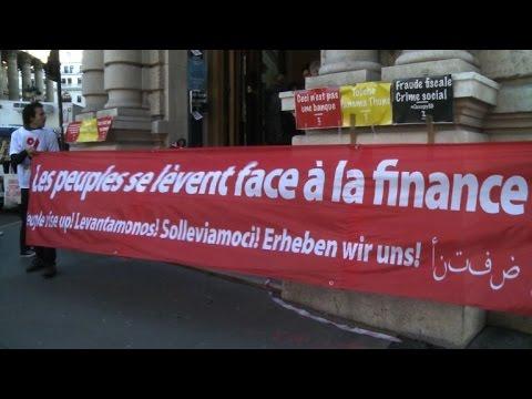 Paris: Attac bloque une agence de la Société générale